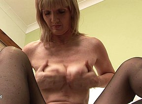 horny british mature slut loves to show her lovebox to you