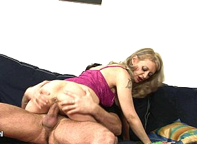 Kinky mama fucking and sucking on the couch
