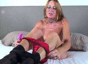 Horny Dutch mature lady playing with her wet vagina