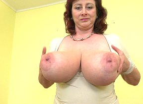 Huge breasted housewife Jana loves to play with her furry vagina