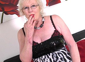 Plump mature dame from the UK getting moist and wild
