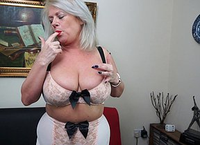 Ultra-kinky Brit housewife playing alone