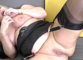 Supernaughty Lorna Blu gets her self off with her plaything