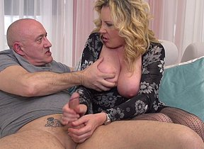 Crazy housewife getting a fine screw on the bed