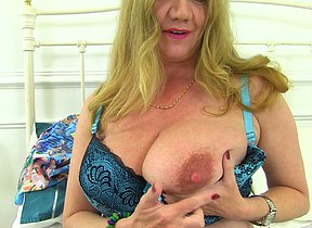 Naughty mature vamp getting humid and wild