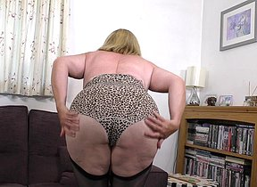 Curvaceous mature lady toying with herself