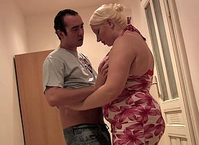 Chubby ass blonde mom deep fucked by younger boy